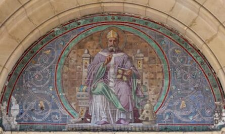 Fresque avec Saint-Ambroise à l'entre de l'église