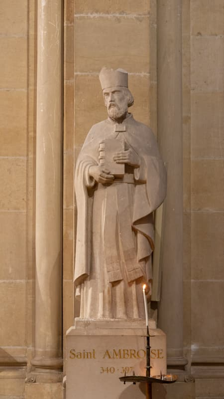 Saint-Ambroise, Prière, Sculpture à l'intérieur de l'église