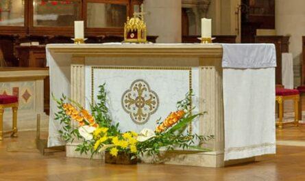 Décoration de l'église de Saint-Ambroise par l'Art floral