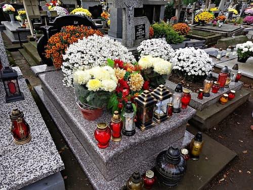 cimetière bougie fleurs