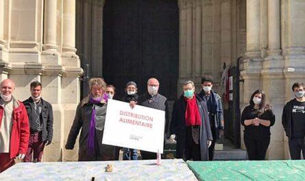 Distribution alimentaire avec les bénévole de Saint-Ambroise et Mgr Michel Aupetit pendant le confinement