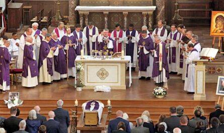 Obsèque du père Louveau à Saint-Ambroise