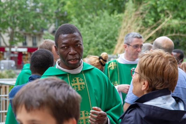 Père Léandre MBAYDEYO à Paris
