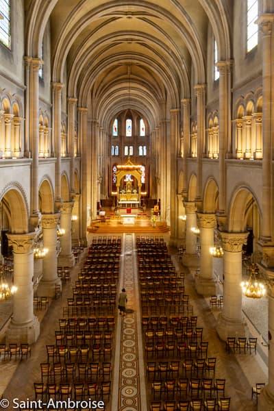 Vue intérieure de l'église Saint Ambroise