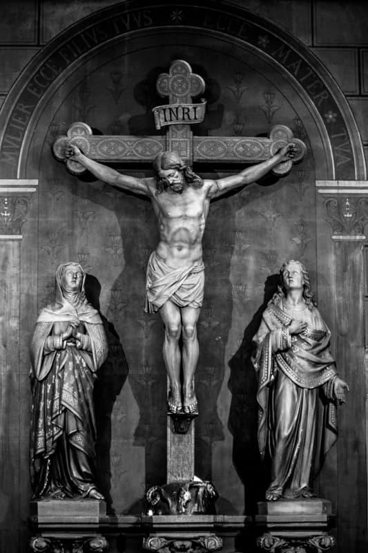 Christ sur la croix avec Marie et Jean