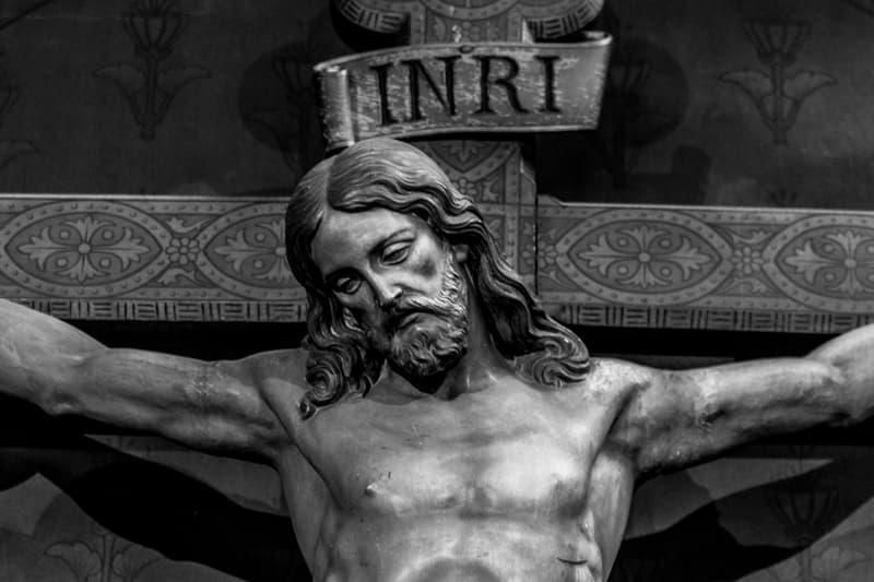 tête du Christ sur la croix