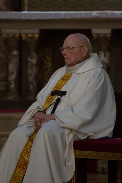 prêtre âgé