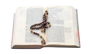 Heure des prières, chapelet, Bible