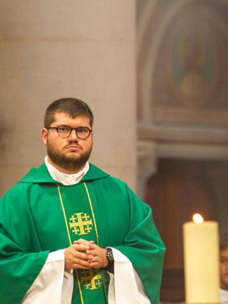 Père Maxime Petit en mission d'étude à Saint Ambroise