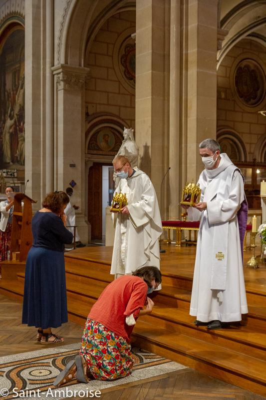 Vénération des reliques de Sainte Teresa de Calcutta à Saint Ambroise