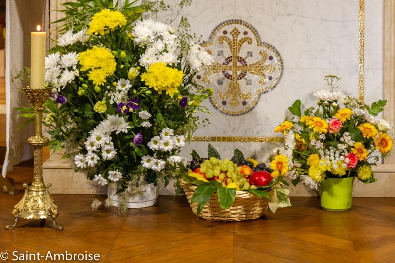 Offrandes lors de la messe de Sainte Teresa de Calcutta à Saint Ambroise