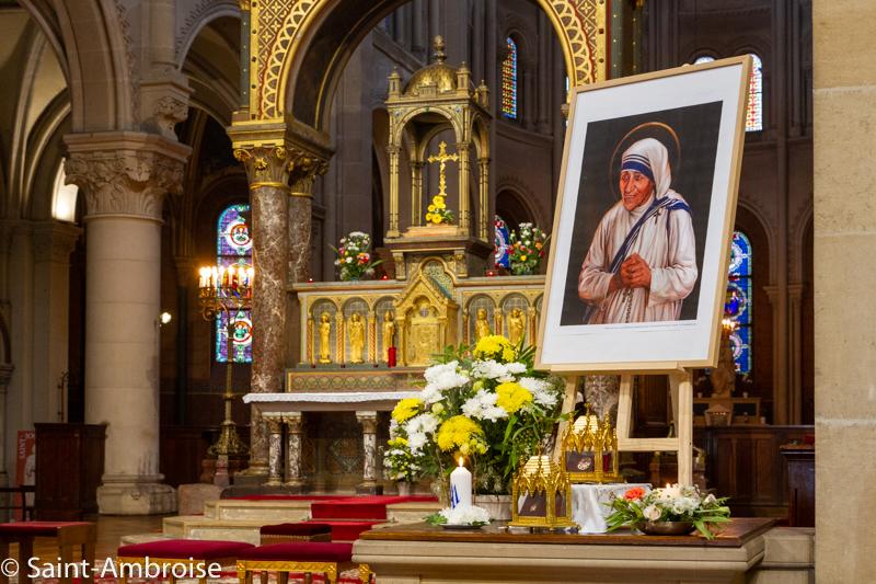 Reliques et portrait de Sainte Teresa de Calcutta à Saint Ambroise